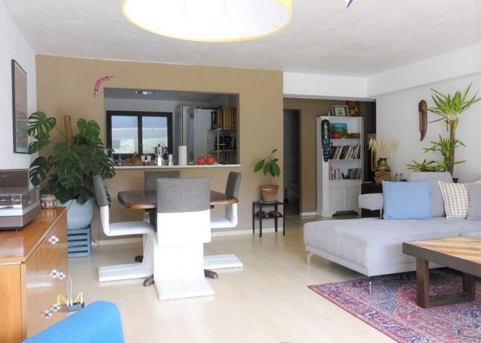 Appartement traversant de 2.5 pièces avec terrasse